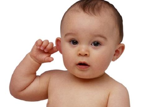 Kết quả hình ảnh cho trẻ bị viêm tai